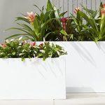 U tegle za cvijeće se može postaviti pravo i umjetno cvijeće