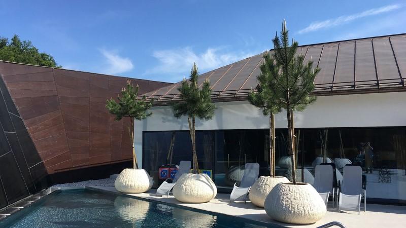Vanjske žardinjere pored bazena